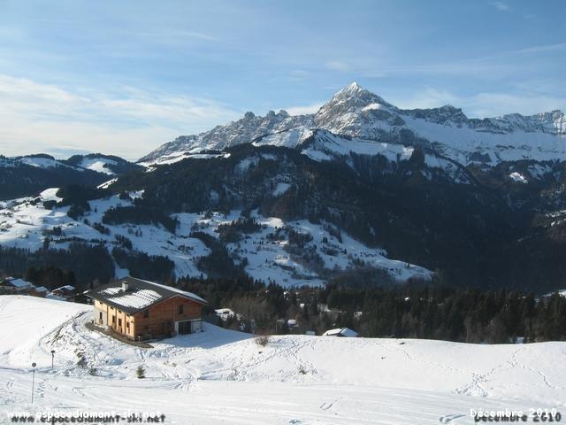 Vue sur le Mont Charvin et les Trois Sorcières