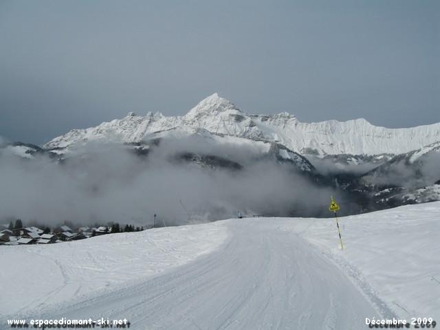 Le Mt Charvin et les Trois Sorcières sur la gauche depuis les pentes du Cernix