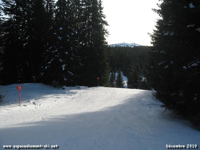 Le début de la piste avec le sommet Bisanne en arrière plan
