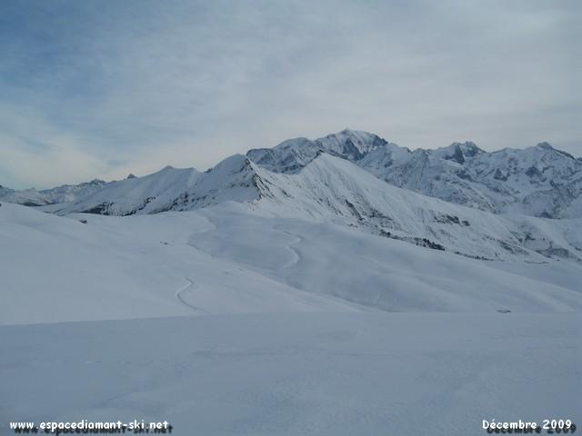 La Chaîne du Mt Blanc, les Aiguilles Croches et les pentes encore vierges de Véry