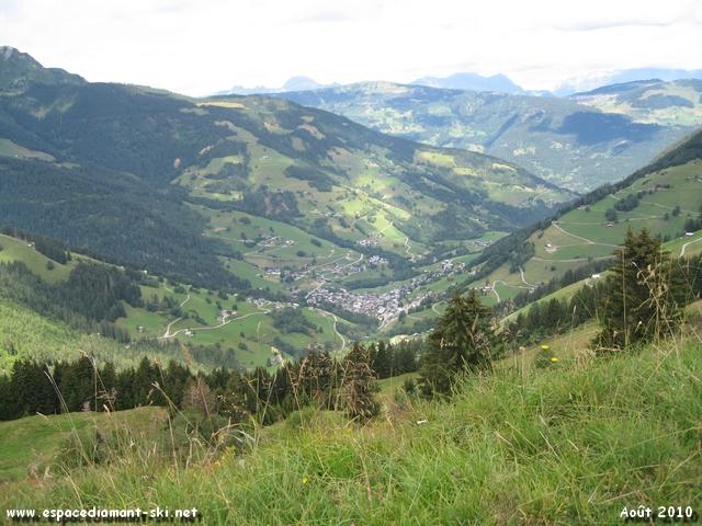 Le village d'Arêches, 600 mètres de dénivelée plus bas