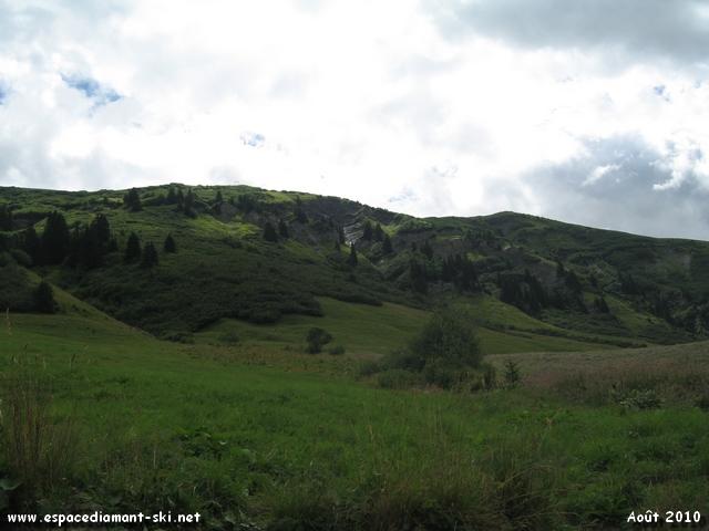 Les montagnes sur la gauche