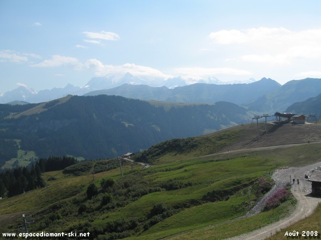 L'arrivée du TSD6 du Crêt du Midi et la Chaîne du Mont Blanc