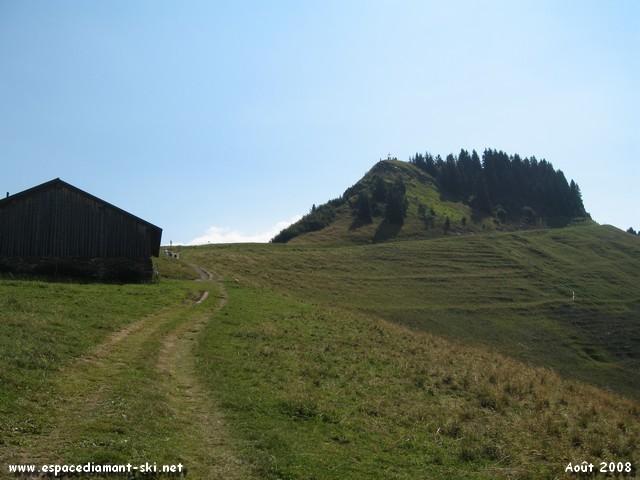 On approche du piton rocheux du Crêt du Midi