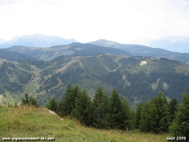 Vue sur le Mont Rond, Le Chard du Beurre, La Légette et Bisanne en arrière plan