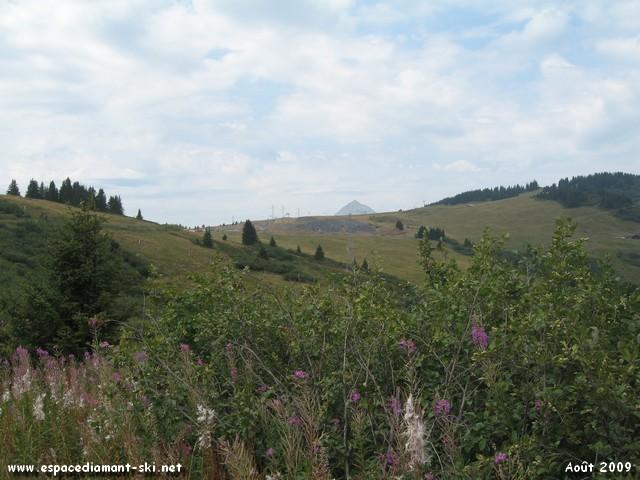 Vue sur le Mont Charvin, à proximité du Col de la Légette