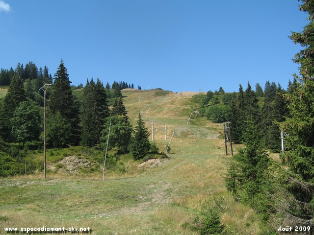 A droite, le sommet du Mont Rond