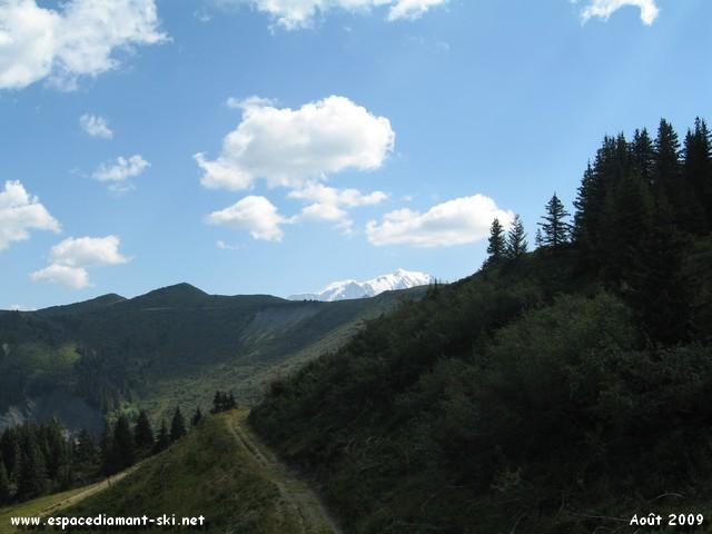 On aperçoit enfin le Mont Blanc qui dépasse tout juste des Crêtes