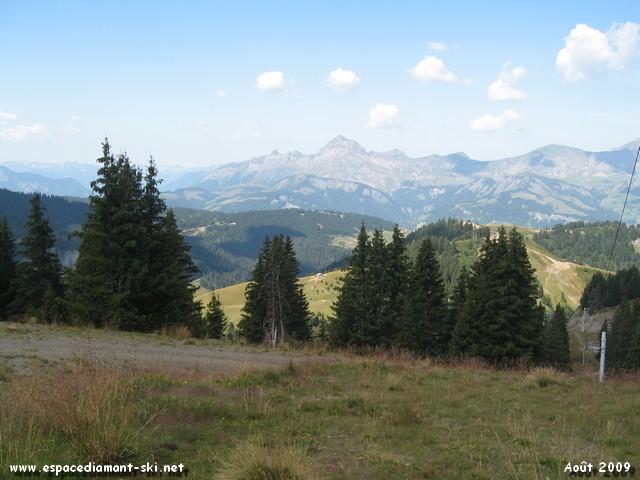 L'omniprésent Mont Charvin...