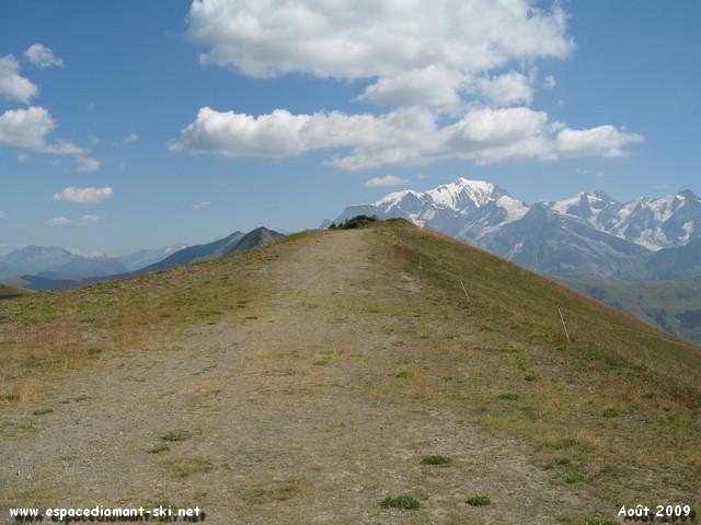 Au sommet du Crêt du Vorès, point culminant du domaine skiable de l'Espace Diamant