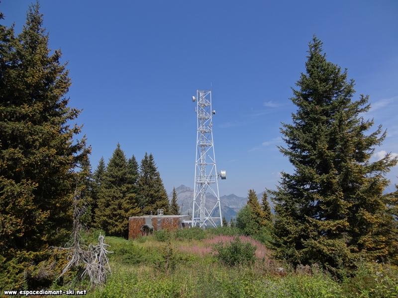 L'antenne relais avec le Mont Charvin en arrière plan