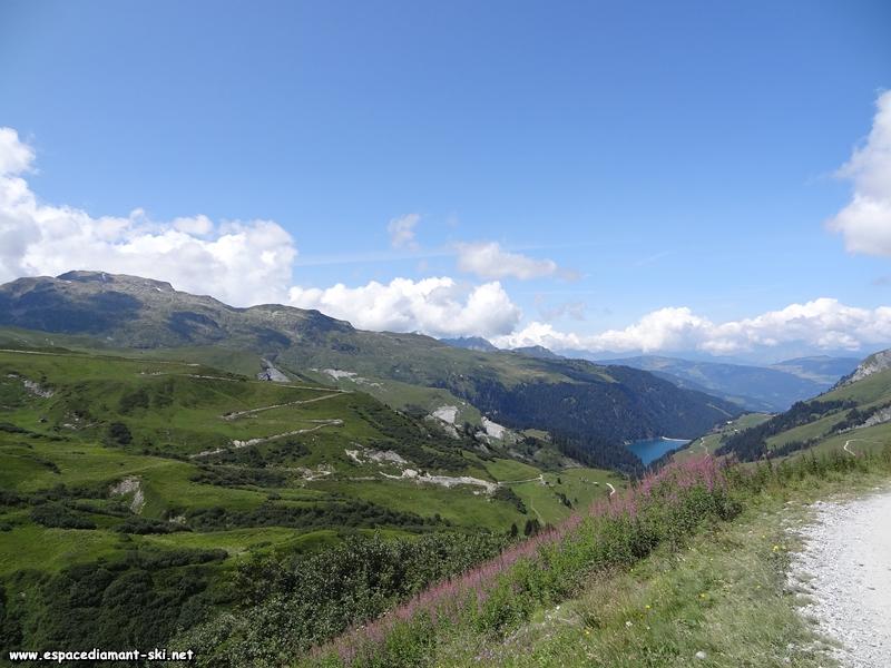 A gauche, le Grand Mont