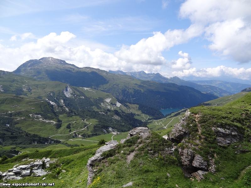 Le lac de Saint Guérin dominé par le Grand Mont