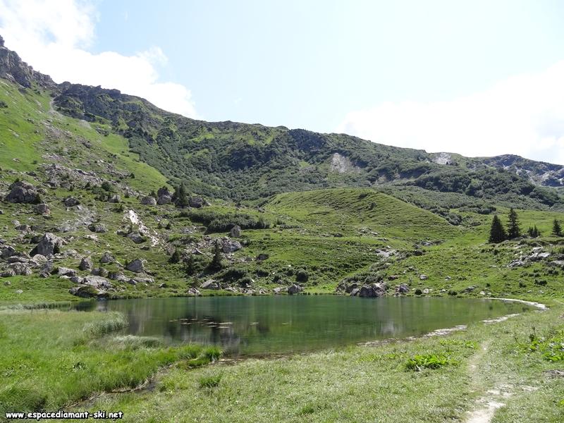Le lac des Fées, point de départ de notre itinéraire