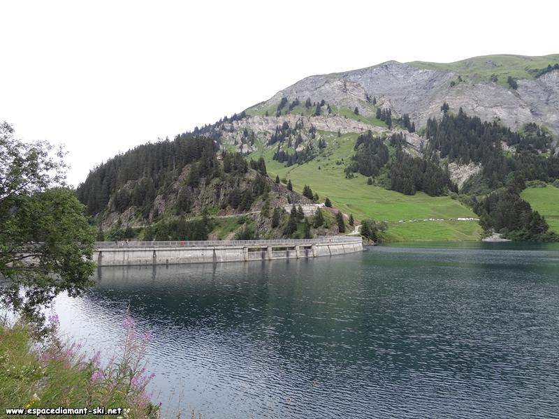 Le barrage et ses trois déversoirs
