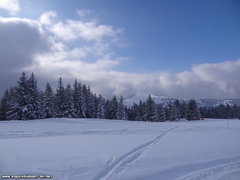 A droite, vue sur le Mont Bisanne