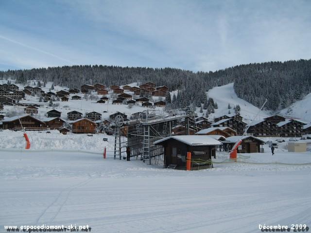 Les deux gares sur le petit front de neige des Carrets