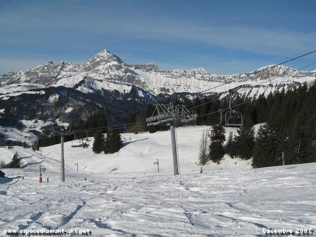 Avec le magnifique Mont Charvin en arrière plan