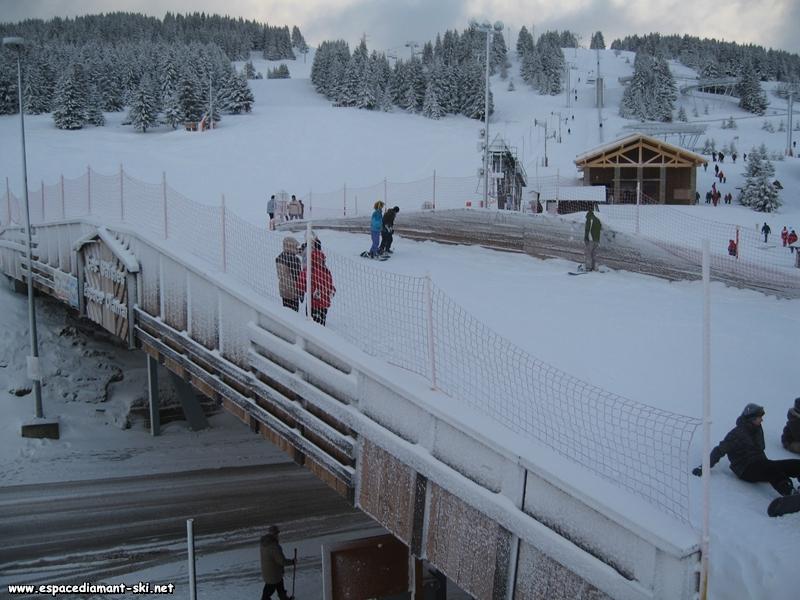 Travers�e de la route ; le TS longe le pont skieur, �largi en 2007