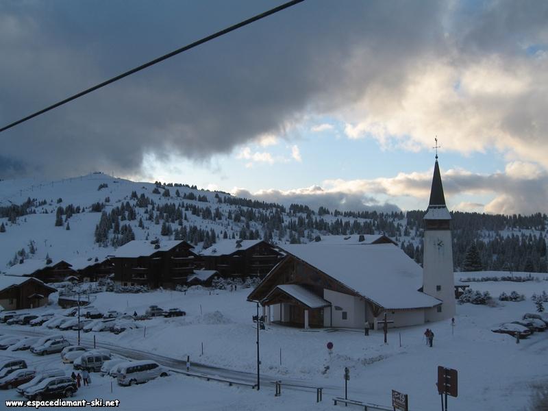 Vue sur Bisanne, le Village des Lapons et la Chapelle Notre Dame de Haute Lumi�re