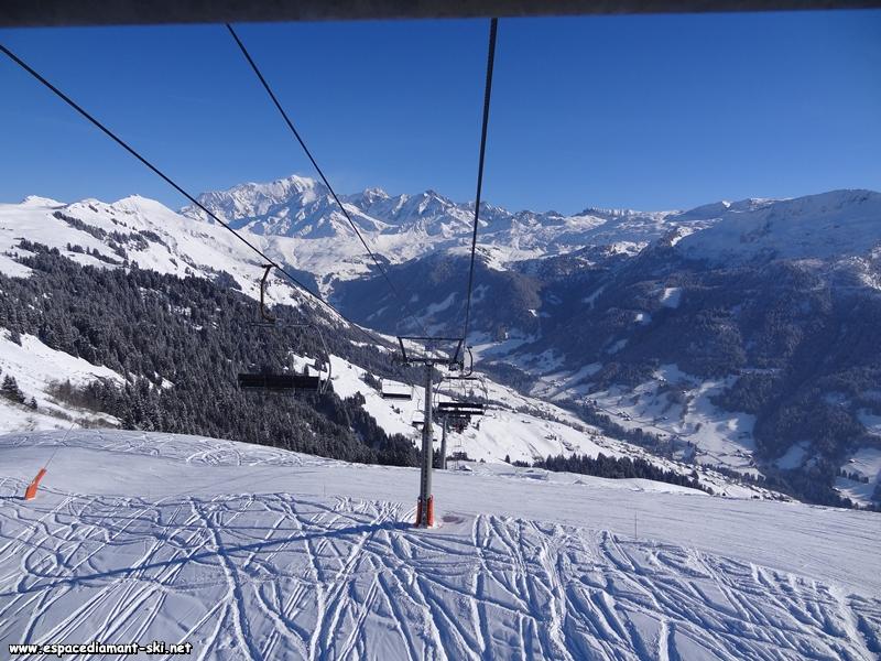 Regard en arrière : vue sur la Vallée d'Hauteluce et le Mont Blanc