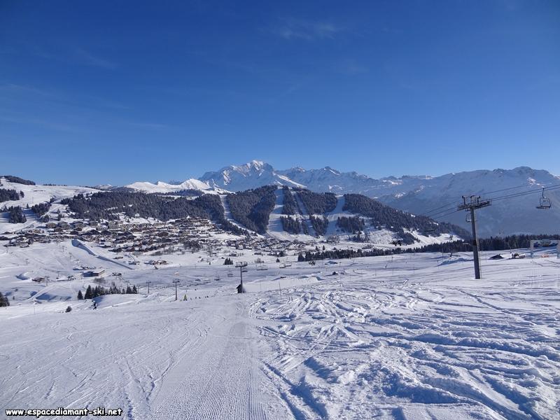 Le Télésiège avec la station et le Mont Blanc depuis la Bergerie