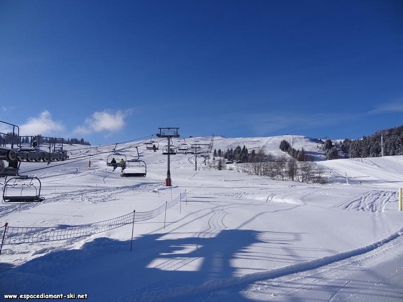 Avec les pistes Hirondelles et Stade de Slalom à droite