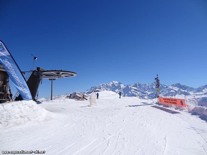 La gare amont, la zone de débarquement et le Mont Blanc