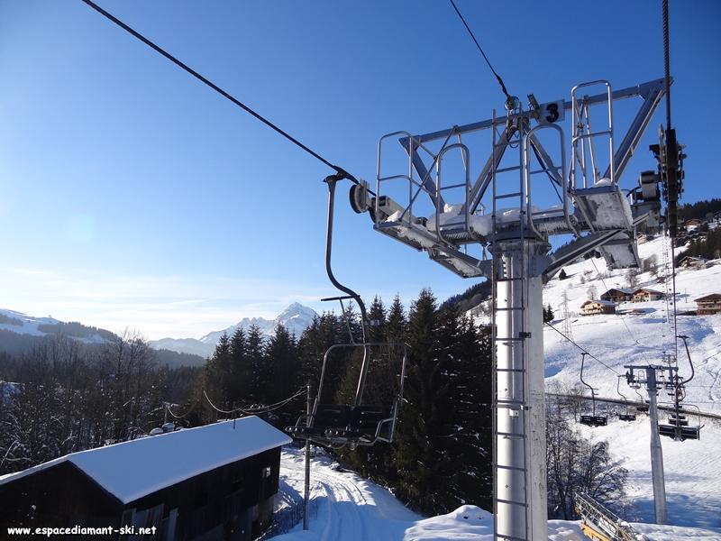La tête du pylône 3 avec le Mont Charvin en arrière plan