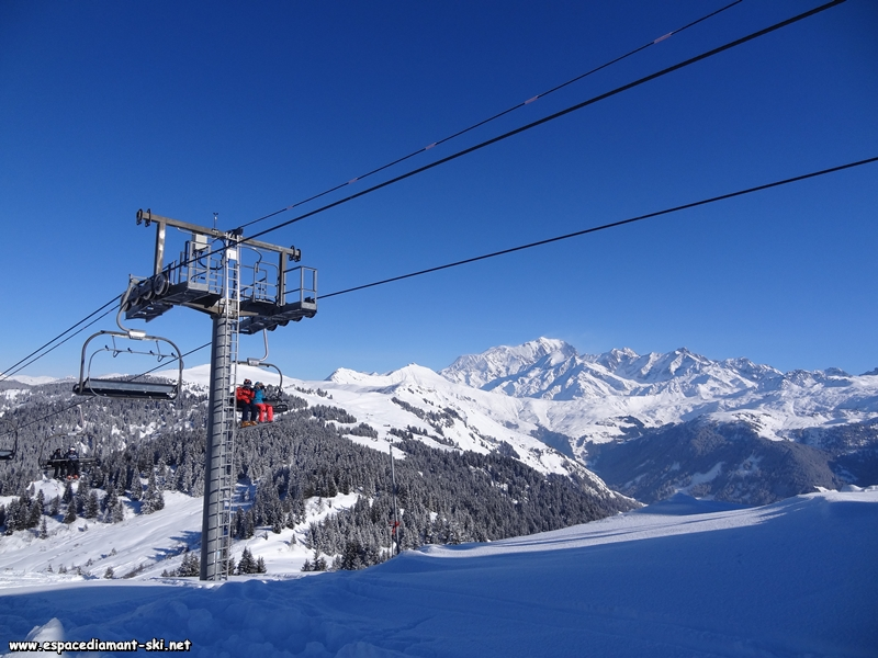 Le pylône 1 avec la Vallée d'Hauteluce et le Massif du Mont Blanc