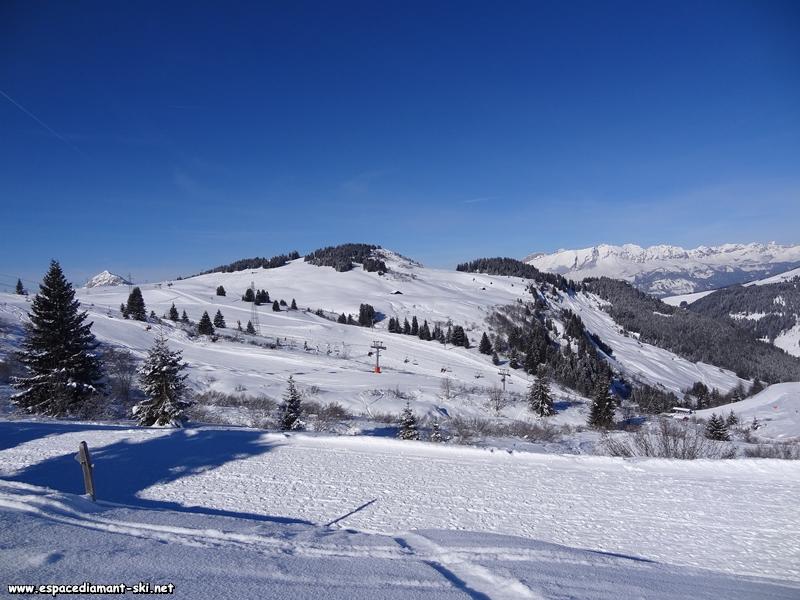 Vers le début de la ligne, avec le Chard du Beurre et la pointe du Mont Charvin en arrière plan