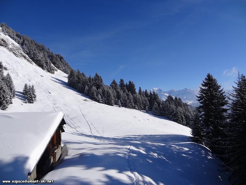 Le Mont Blanc apparaît sur notre droite