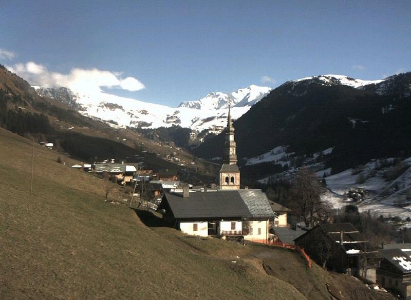 A Hauteluce, où la neige a fondu sur le versant sud de la vallée