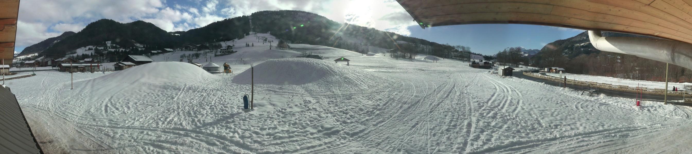 ...et de Praz sur Arly, où les tas de neige artificielle attendent d'être étalés