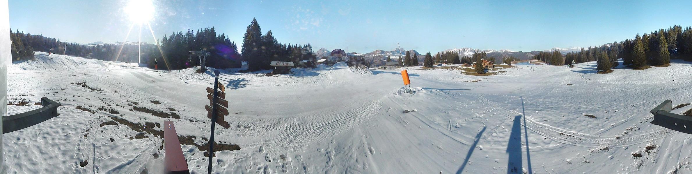 Ambiance plus blanche au sommet du Lachat, mais la couche de neige est bien mince...