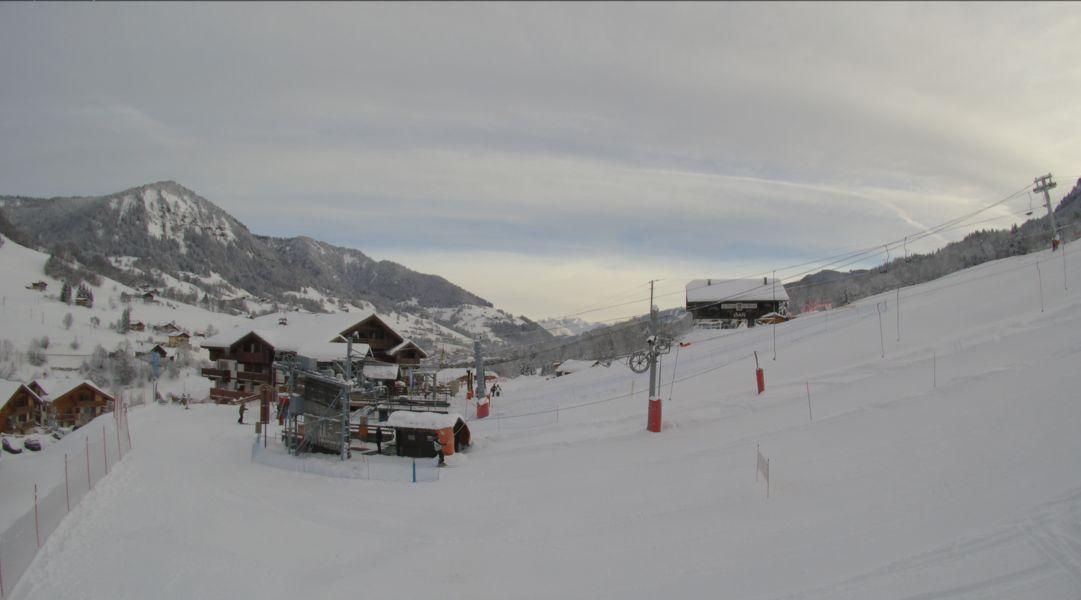 Ambiance blanche jusqu'au pied des pistes de Flumet, à 1000 mètres d'altitude