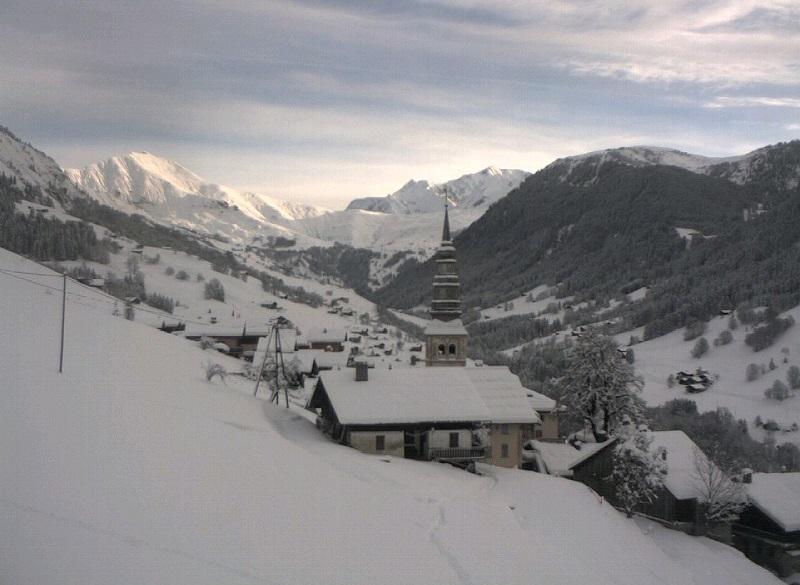 L'église d'Hauteluce avec le Col du Joly et le Mont Blanc en toile de fond