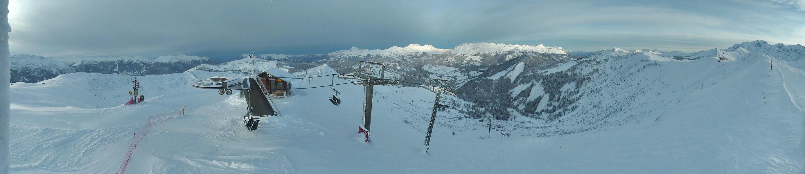Au sommet du Télésiège de Plan des Fours, point culminant du domaine où 175 cm de neige sont relevés