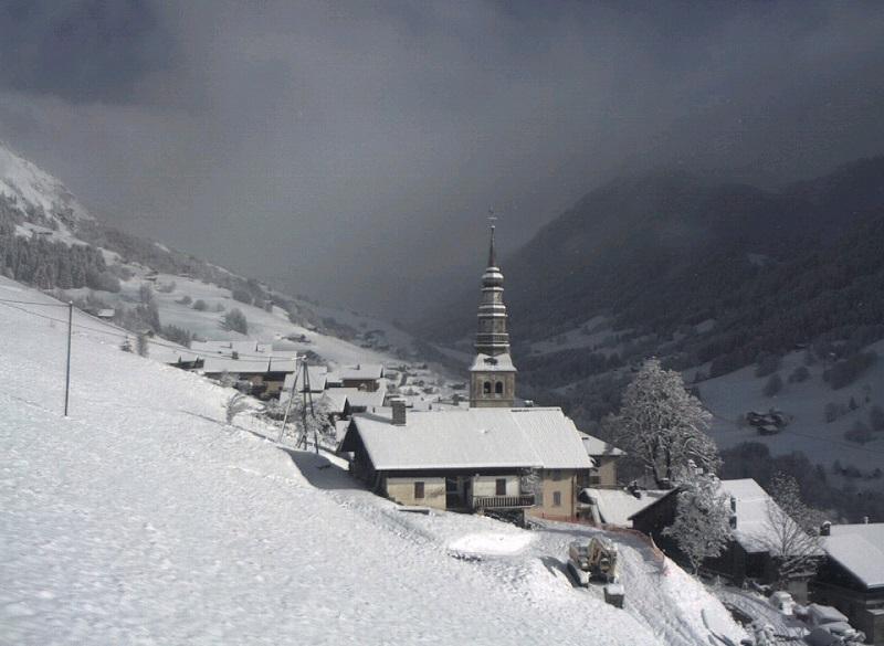 Le village d'Hauteluce, également sous la neige