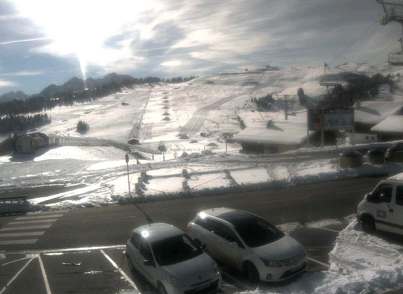 Les tas de neige de culture aux pieds des pistes des Saisies et sur celles des Carrets et de la Forêt