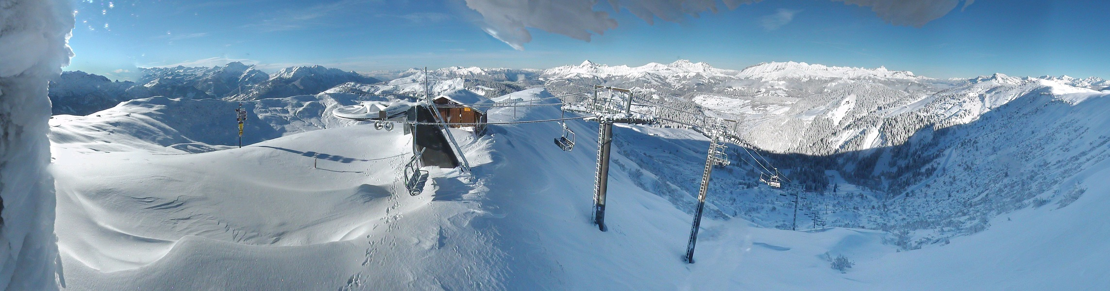 Paysage de rêve au sommet du TS de Plan des Fours, point culminant du domaine skiable