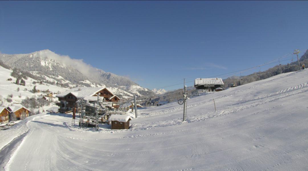 Le front de neige des Evettes à Flumet où les dameuses sont également sorties