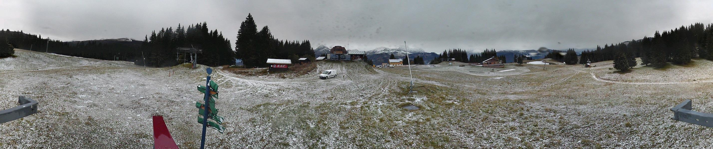 De petits flocons jusqu'au sommet du Mont Lachat, à 1650 mètres d'altitude
