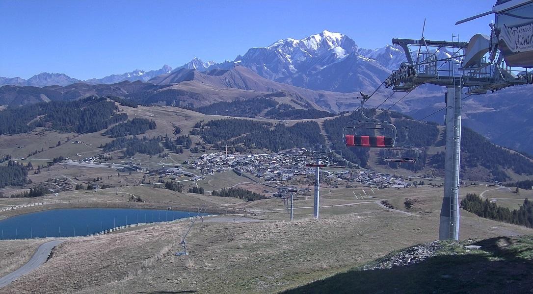 Paysage magnifique depuis le sommet de Bisanne ; la retenue des Gentianes remplie et prête pour l'hiver !