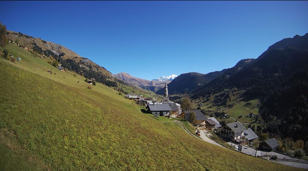 La webcam d'Hauteluce a été remplacée, offrant une vue plus large et de meilleure qualité sur la vallée