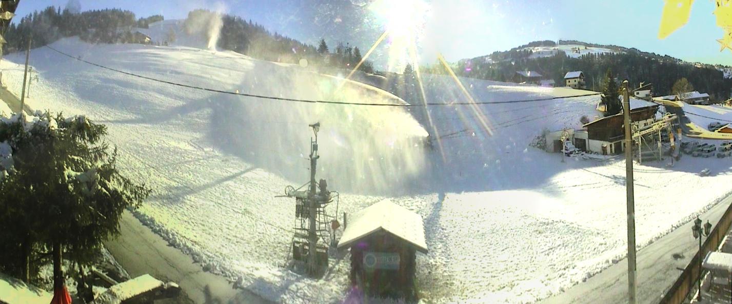 Les enneigeurs monofluides sont entrés en action sur les fronts de neige du Reguet...