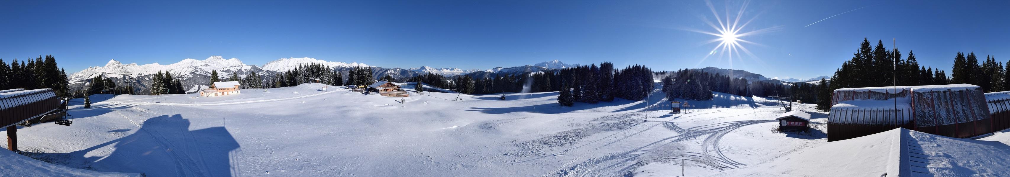 La production de neige de culture a débuté au sommet du Lachat à Crest-Voland...