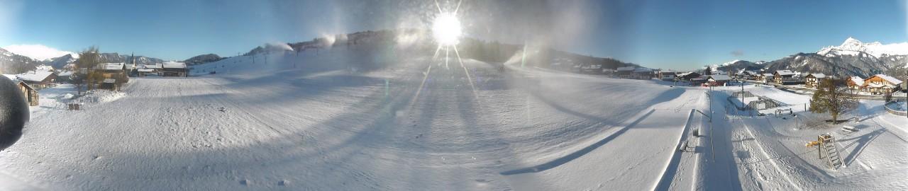 ...ainsi que sur le front de neige de la Logère 400 mètres de dénivelées plus bas