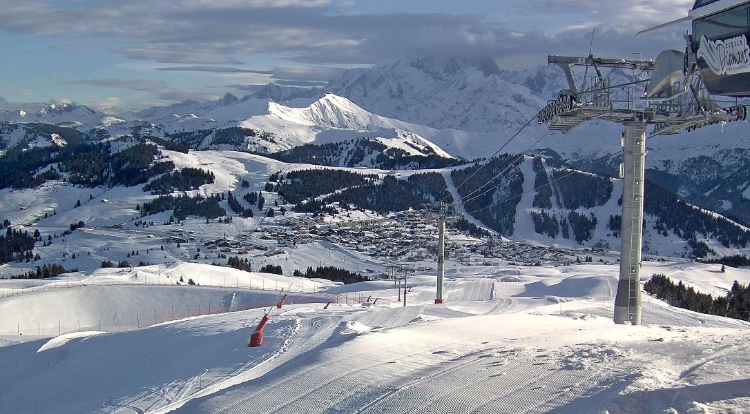 Le sommet du Mont Blanc sous les nuages ce matin