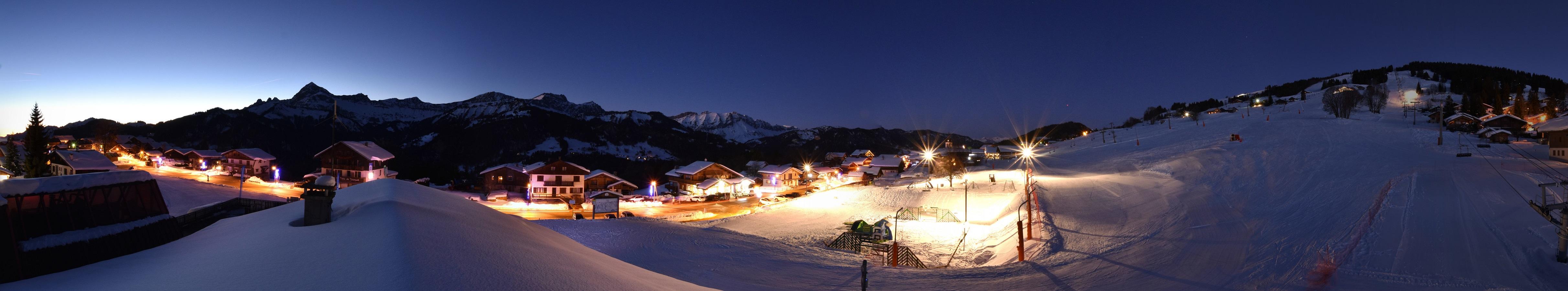 Le village de Crest-Voland illuminé et les Aravis : splendide !